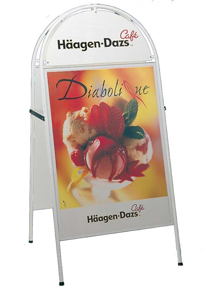 Chevalet porte affiche B1 avec affiches 70 x 100 cm et en option panier