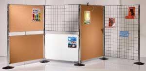 Cloison d'affichage en grille métallique avec tableau liège et tableau blanc en vente chez P&P