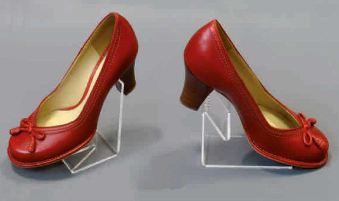 Présentoirs plexiglas de chaussures en vente chez p&P